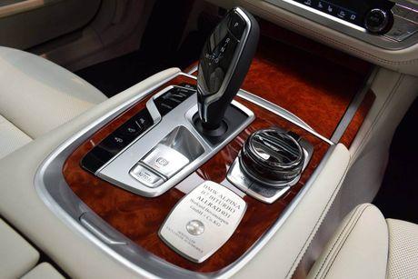 Mat mat voi sieu sedan BMW Alpina B7 2017 mau Java Green - Anh 13