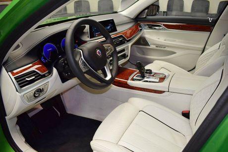 Mat mat voi sieu sedan BMW Alpina B7 2017 mau Java Green - Anh 8