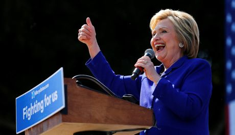 Dat cuoc Clinton thang cu, chung khoan chau A tang vot - Anh 1