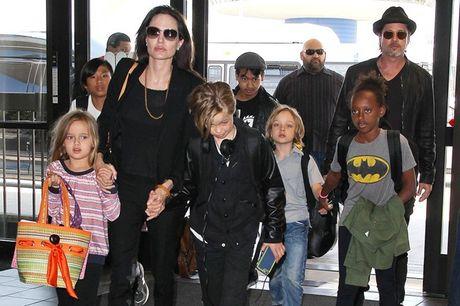 Angelina Jolie - Brad Pitt tranh chap quyen nuoi con - Anh 1