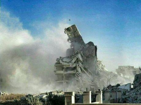 Video chien su: Quan doi Syria dau phao voi phe thanh chien - Anh 1