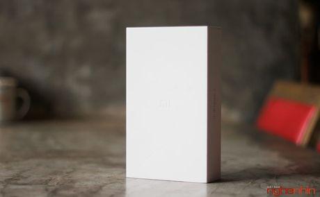 Tren tay Xiaomi Mi Note 2 ban Jet Black vua 'cap ben' - Anh 2
