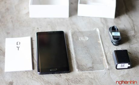 Tren tay Xiaomi Mi Note 2 ban Jet Black vua 'cap ben' - Anh 3