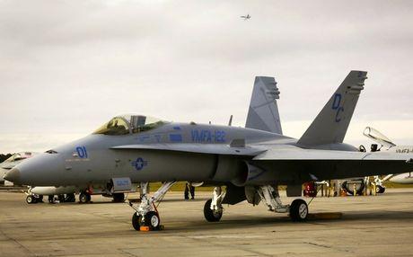 Thay vi F-16, nen mua F/A-18 cu de phoi hop tac chien cung Su-30MK2? - Anh 1