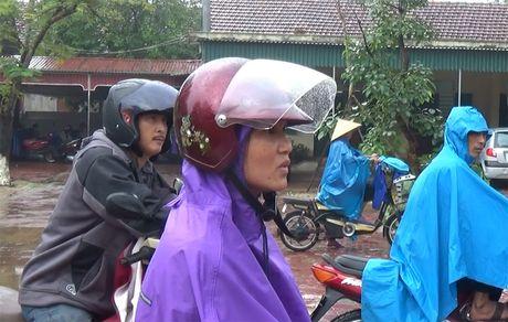 Beu ten hoc sinh tren loa phong thanh xa vi phu huynh khong dong phi - Anh 3