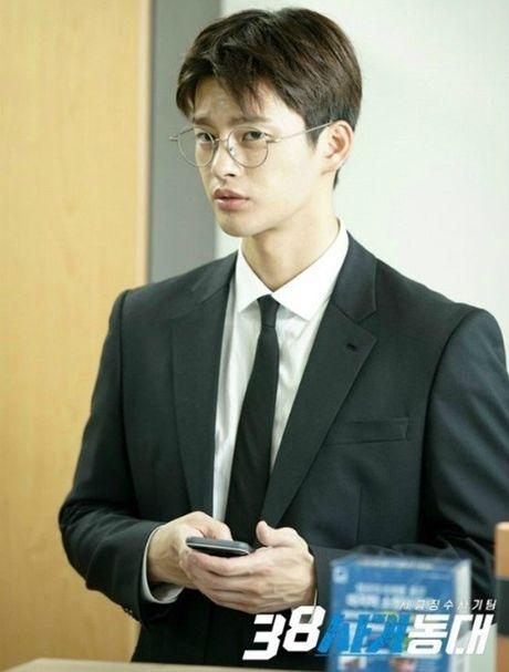 Loat sao Han phat cuong voi kinh gong tron 'ngo, cute' - Anh 17