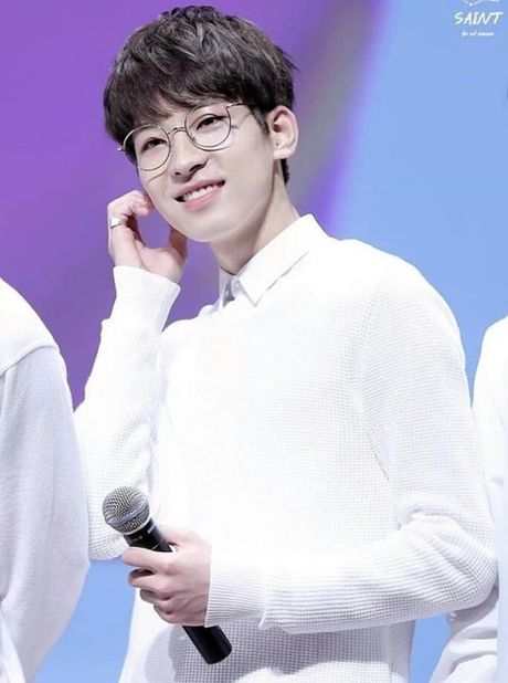 Loat sao Han phat cuong voi kinh gong tron 'ngo, cute' - Anh 6