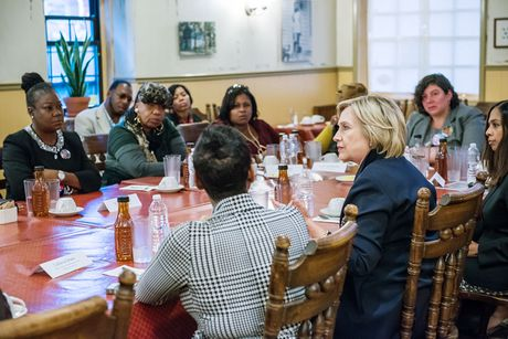 Ba Hillary Clinton tu tin vao chien thang: 'Viec chung ta lam moi chi thuc su bat dau' - Anh 3
