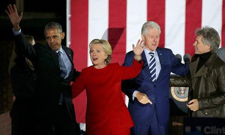 Hai the cuc Clinton va Trump trong ngay van dong cuoi cung - Anh 1