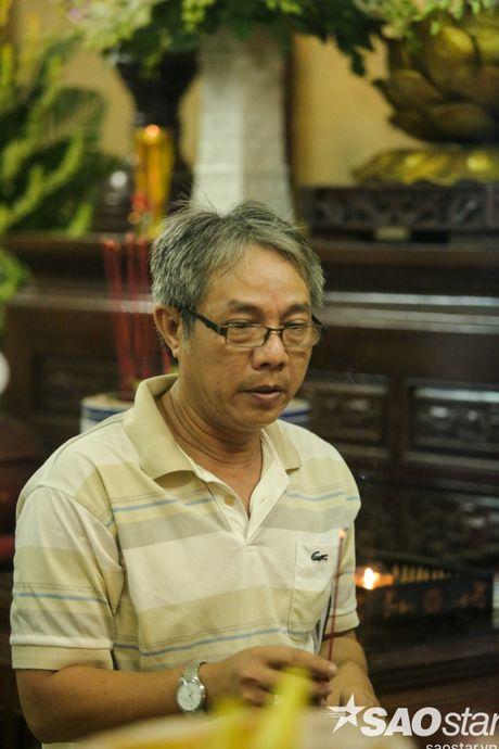 Dong dao nghe si Viet cung dong nguoi den vieng NSUT Ut Bach Lan - Anh 10
