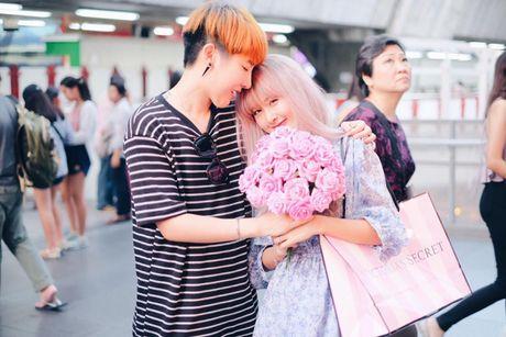 Cap dong tinh nu Thai Lan 'don tim' fan vi qua de thuong - Anh 24