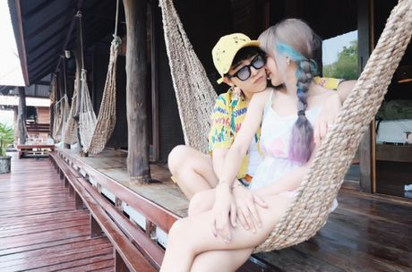 Cap dong tinh nu Thai Lan 'don tim' fan vi qua de thuong - Anh 30