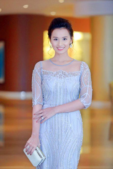 Sau 'Zippo mu tat va em', La Thanh Huyen lai tay trong tay ben Hong Dang va Manh Truong - Anh 1