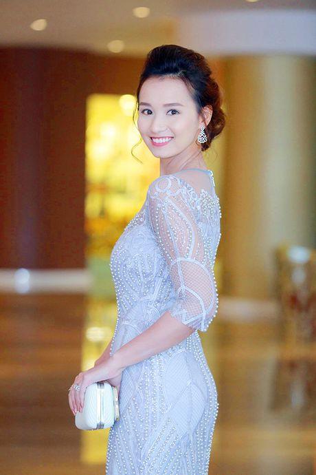 Sau 'Zippo mu tat va em', La Thanh Huyen lai tay trong tay ben Hong Dang va Manh Truong - Anh 2