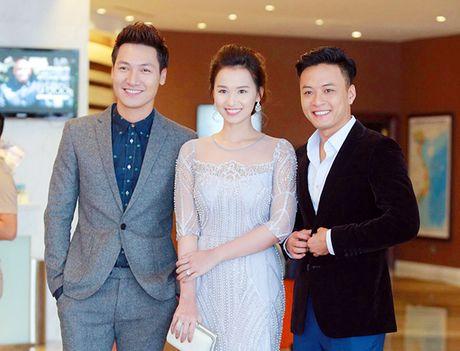 Sau 'Zippo mu tat va em', La Thanh Huyen lai tay trong tay ben Hong Dang va Manh Truong - Anh 3