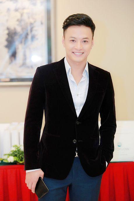 Sau 'Zippo mu tat va em', La Thanh Huyen lai tay trong tay ben Hong Dang va Manh Truong - Anh 5