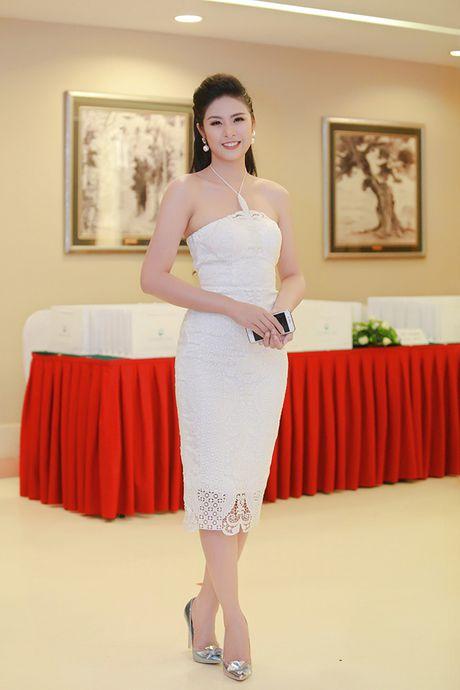 Sau 'Zippo mu tat va em', La Thanh Huyen lai tay trong tay ben Hong Dang va Manh Truong - Anh 9