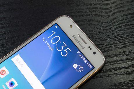 Toi luot Samsung Galaxy J5 phat no tai Phap - Anh 1