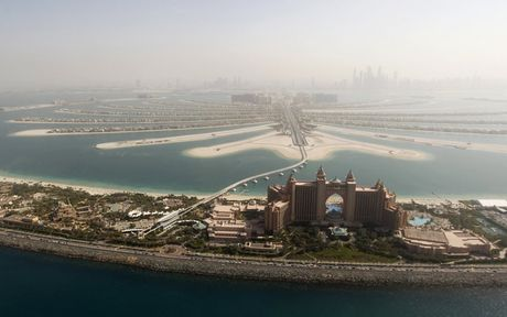 Khoanh khac hoanh trang dep kho tin cua Dubai nhin tu tren cao - Anh 2