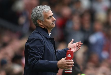 15 thang qua, Mourinho bao nhieu lan 'va mieng'? - Anh 7