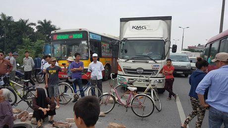 Ly giai nguyen nhan nguoi dan lap 'lo cot' chan duong Bac Thang Long – Noi Bai - Anh 1