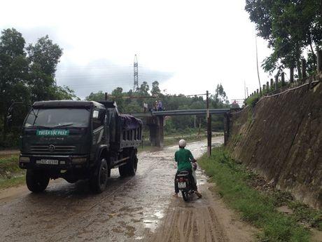 Duong sat Bac - Nam thong tuyen tam thoi sau su co xe Container huc cau vuot duong sat Chiem Son - Anh 8