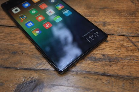 Xiaomi Mi Mix man hinh khong vien, vat lieu gom, gia 17,9 trieu dong - Anh 13