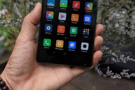 Xiaomi Mi Mix man hinh khong vien, vat lieu gom, gia 17,9 trieu dong - Anh 3
