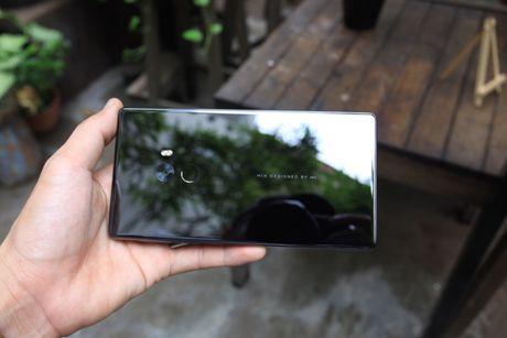 Xiaomi Mi Mix man hinh khong vien, vat lieu gom, gia 17,9 trieu dong - Anh 4