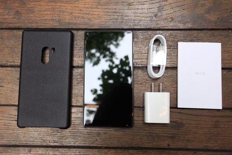 Xiaomi Mi Mix man hinh khong vien, vat lieu gom, gia 17,9 trieu dong - Anh 6