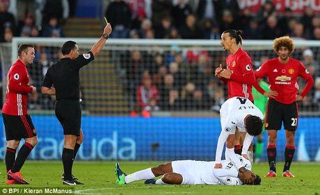 Ibrahimovic bat ngo len tieng xin loi fan MU - Anh 1