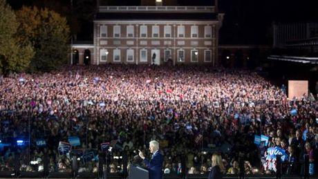 Clinton, Obama dien thuyet sau hang rao kinh chan dan - Anh 3