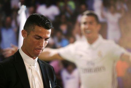 Ronaldo, huyen thoai song cua Real Madrid - Anh 2