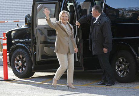 Hillary va Bill Clinton tuoi cuoi di bo phieu o New York - Anh 1