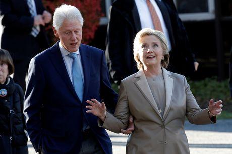 Hillary va Bill Clinton tuoi cuoi di bo phieu o New York - Anh 2