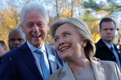 Hillary va Bill Clinton tuoi cuoi di bo phieu o New York - Anh 4