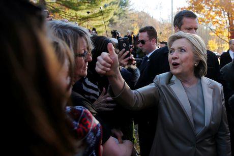 Hillary va Bill Clinton tuoi cuoi di bo phieu o New York - Anh 5