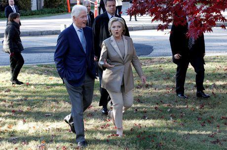 Hillary va Bill Clinton tuoi cuoi di bo phieu o New York - Anh 7