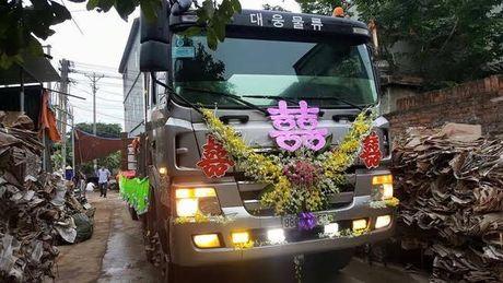 Le an hoi tren xe tai chay bon bon o Vinh Phuc - Anh 1