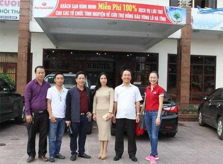 Bao VietNamNet tiep tuc trao 200 trieu dong den ba con vung lu - Anh 5