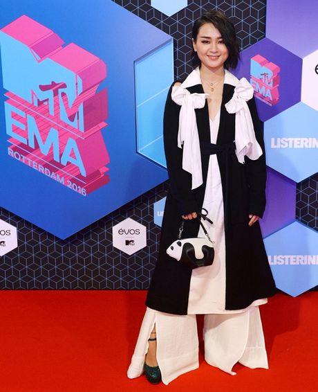 'Chao dao' voi nhung my nhan khoe sac tren tham do giai MTV EMA 2016 - Anh 10