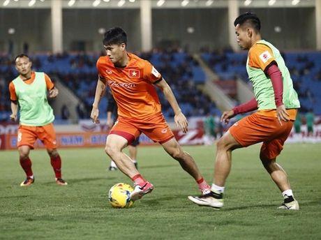 TRUC TIEP Viet Nam 0-0 Indonesia: Xuan Truong,Trong Hoang, Cong Vinh, Van Quyet da chinh (Hiep 1) - Anh 2
