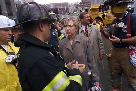 Chum anh: Hillary Clinton tu De nhat phu nhan toi giac mo nu Tong thong My dau tien - Anh 13