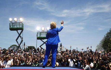 Chum anh: Hillary Clinton tu De nhat phu nhan toi giac mo nu Tong thong My dau tien - Anh 21