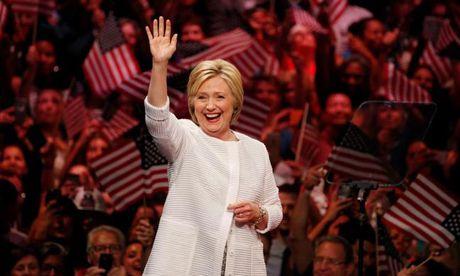 Chum anh: Hillary Clinton tu De nhat phu nhan toi giac mo nu Tong thong My dau tien - Anh 23