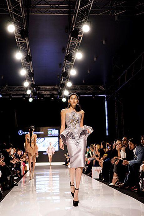 Huyen My lam vedette cho NTK Anh Thu tai Malaysia Fashion Week - Anh 13