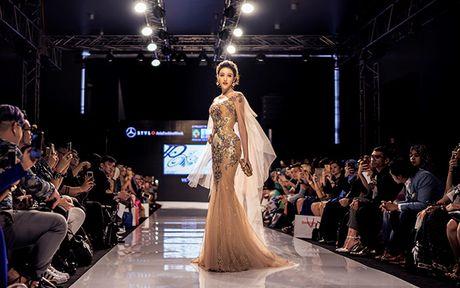 Huyen My lam vedette cho NTK Anh Thu tai Malaysia Fashion Week - Anh 2