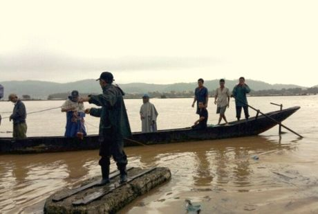 Quang Binh: Vot cui mot nguoi bi cuon troi mat tich - Anh 1
