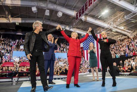 Dieu chua biet ve nhom Facebook 'bi mat' ung ho ba Clinton - Anh 2