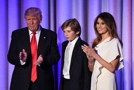 Cau am nha Donald Trump 'buon ngu dip mat' khi bo an mung - Anh 1